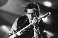 """El poder detrás del marketing de la rivalidad   Tras una entrevista con la revista Esquire, el nombre de Keith Richards retumba en todos los medios. """"Alguna gente piensa que Sgt. Pepper's Lonely Hearts Club Band es un álbum genial; para mí es un revoltijo de basura"""", afirmó el guitarrista de The Rolling Stones, refiriéndose al octavo álbum de sus aclamados némesis, considerado como uno de los mejores discos del rock de la historia."""