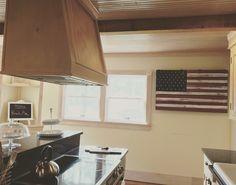 Farmhouse #kitchen #americanflag