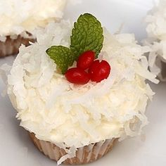 Once Upon a Plate: Mini Vanilla Cupcakes with Cream Cheese-Coconut Frosting Coconut Frosting, Coconut Cupcakes, Vanilla Cupcakes, Flavored Cupcakes, Mini Cupcakes, Christmas Treats, Holiday Treats, Christmas Goodies, Christmas Appetizers