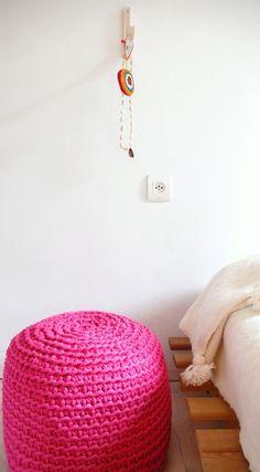 Pouf thick yarn Intense Pink por lacasadecoto en Etsy, €85.00