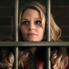 Emma behind bars. She looks like Snow when Charming caught her in the tree. Like mother like daughter. Fantasy Shows, Mckenna Grace, Swan Queen, Hook And Emma, Behind Bars, Jennifer Morrison, Captain Swan, Emma Swan, My Tumblr