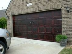 Faux paint your garage door - awesome! The Southern Family: WFMW: New Look for a BO-ring Garage Door, FAUX-Real Garage Door Makeover, Garage Doors, Door Redo, Diy Door, Porch Makeover, Garage Signs, Minions, H & M Home, Up House