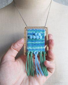 Eine Miniatur, Weben, Webstuhl und Shuttle. Dies kann verwendet werden, um Miniatur gewebte Wandteppiche zu machen oder Sie lassen Ihre Weberei in