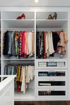Small walk in closet ideas and organizer design to inspire you. diy walk in closet ideas, walk in closet dimensions, closet organization ideas. Walk In Closet Design, Bedroom Closet Design, Master Bedroom Closet, Bedroom Wardrobe, Wardrobe Closet, Closet Designs, Diy Bedroom, Smart Closet, Trendy Bedroom