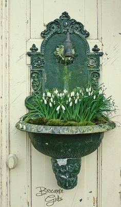 Antique fountain planter filled with spring snowdrops Garden Cottage, Garden Pots, Balcony Garden, Container Plants, Container Gardening, Pot Jardin, White Gardens, Dream Garden, Garden Inspiration