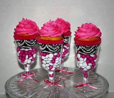 Hot Pink/ Zebra Print Cupcakes in Champagne Glasses Snacks Für Party, Party Treats, Cupcake Party, Cupcake Cakes, Cupcake Favors, Edible Favors, Cup Cakes, Zebra Print Cupcakes, Pink Cupcakes