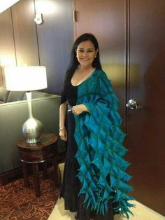 Author Diana Gabaldon at the San Diego Comic Con promoting the premiere of Outlander on Starz Diana Gabaldon Books, Diana Gabaldon Outlander Series, Outlander Book Series, Starz Series, Outlander Quotes, Outlander Season 4, Jaime Fraser, Great Pic, Jamie And Claire