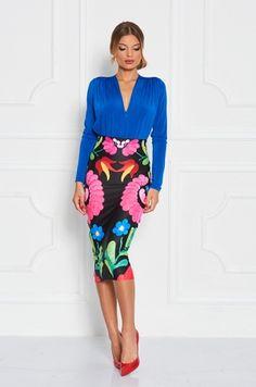 Puzdrová sukňa s výraznou ľudovou potlačou, s rozopínaním na zips v zadnej časti. Vhodná k tielku, blúzke či body. Ideálny kúsok do práce, meeting, či spoločenskú udalosť.