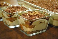 Tiramisu dessert im glas Tiramisu Dessert, Russian Recipes, Italian Recipes, Pretzel Desserts, Cupcakes, Yummy Cookies, Something Sweet, Trifle, Party Cakes