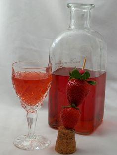 Licor de Fresas Cocktails, Cocktail Drinks, Alcoholic Drinks, Triple Sec, Mojito, Sangria, Food Texture, Homemade Liquor, Gastronomia