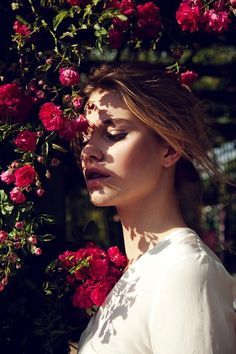 Tiera Dyck is a Flower Girl for Elle China August Lensed by Michelle Du Xuan – Fotografie Portrait Inspiration, Photoshoot Inspiration, Girls With Flowers, Flower Girls, Red Flowers, Summer Beauty, Photo Poses, Belle Photo, Picsart