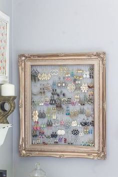 What can you do with a 1 frame and a bit of chicken wire, bedroom ideas, art . # chicken wire # artWhat can you do with a 1 frame and some chicken wire, bedroom ideas, art .DIY Projects DiyCraftsone DIY Crafts What can you do Jewellery Storage, Jewelry Organization, Organization Ideas, Closet Organization, Jewellery Stand, Diy Jewelry Organizer Wall, Organizing Earrings, Jewellery Displays, Jewellery Holder