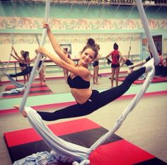 Dance Moms Brooke Hyland on the silks Maddie Ziegler, Mackenzie Ziegler, Dance Moms Brooke, Dance Moms Girls, Brooke And Paige Hyland, Dance Moms Facts, Dance Mums, Show Dance, Aerial Yoga