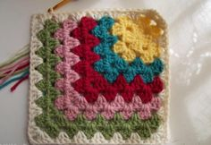 Crochet Square Patterns Mitered Granny Square - easy crochet squares - Nothing can be more versatile than putting together a bunch of easy crochet squares and turn them into something more! Motifs Granny Square, Crochet Motifs, Granny Square Crochet Pattern, Crochet Blocks, Crochet Squares, Crochet Stitches, Knit Crochet, Crochet Patterns, Afghan Patterns