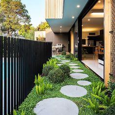 27 Minimalist Garden Design Ideas For Small Garden > Small Backyard Landscaping, Backyard Garden Design, Luxury Landscaping, Rooftop Garden, Small Gardens, Outdoor Gardens, Round Pavers, Minimalist Garden, Small Courtyards