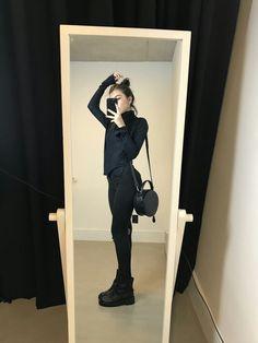 Womens Fashion Black Grunge Chic 29 Ideas For 2019 All Black Fashion, Cute Fashion, Look Fashion, Trendy Fashion, Womens Fashion, Fashion Model Poses, Fashion Models, Grunge Outfits, Grunge Fashion