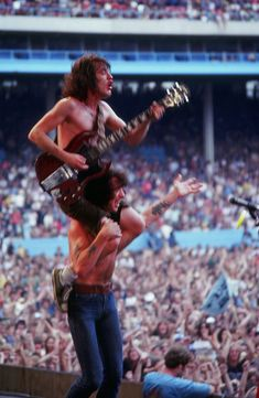 1979/07/28 - USA, Cleveland, Lakerfront Stadium | Highway To ACDC. This is how I remember ACDC. When I saw them they they ran into the audience like this.