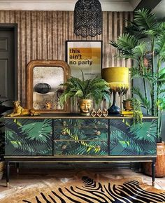 25 Fabulous Rustic Lighting Ideas to Give Your Home a Lovely Vintage Look - The Trending House Estilo Kitsch, Mid Century Modern Sideboard, Living Room Decor, Bedroom Decor, Zen Living Rooms, Design Bedroom, Estilo Tropical, Green Sofa, Interior Decorating