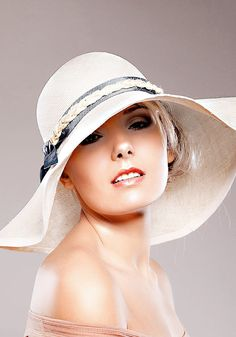 70's chic Natural Summer Straw Hat Ivory