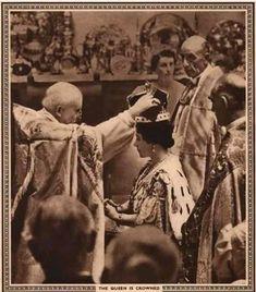 "Coronation 1937: Queen Elizabeth crowned (Queen Elizabeth Queen Mother) 1937r.  ,,Coronation Souvenir Book 1937""; by Gordon Beckles, Art Editor: Ivor Castle, Published by A Daily Express Publication, London"