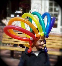 Sombrero colorido con globos :: Figuras realizadas con globos seguro que has visto muchas, pero ¿has imaginado alguna que podías vestirte con globos? Pues en este artículo vas a ver que puedes vestir tu cabeza gracias a los globos de sombreros que hemos preparado para ti.