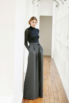Martin Grant - Pre-Fall 2015 - Black fitted turtleneck with extra wide, high-waisted, pleated trousers.