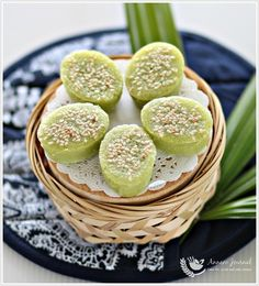 Kuih Bakar Pandan (Baked Pandan Cake) 烤香兰糕 | Anncoo Journal - Come for Quick and Easy Recipes