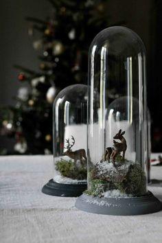deco de noel originale pas cher, comment decorer avec une cloche en verre et la cloche à gateau en verre