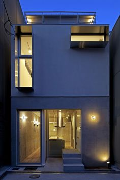House A by architect Takeshi Hamada, photo by Yohei Sasakura Japan Architecture, Beautiful Architecture, Residential Architecture, Interior Architecture, Modern Tiny House, Modern Homes, Narrow House, Japanese House, Exterior Design
