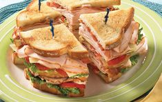 Turkey Club Recipe This sandwich is just what the name says: Classic. An easy recipe with excellent results. Classic Turkey Club RecipeThis sandwich is just what the name says: Classic. An easy recipe with excellent results. Turkey Club Sandwich, Club Sandwich Recipes, Turkey Burger Recipes, Sandwich Bar, Chicken Sandwich Recipes, Simple Sandwich Recipes, Easy Recipes, Cubano Sandwich, Toast Sandwich