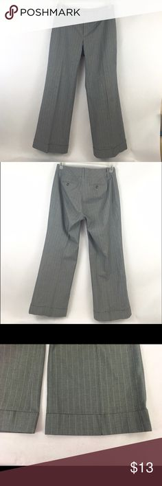 "Banana Republic women's gray pinstripe size 6 pant These Banana Republic Gray Pinstripe Stretch wide leg slacks are timeless! They have a bottom cuff, also great button detail at the waist. The length is 38"", the inseam is 28.5"", and the waist is 16"". Thanks for shopping at my closet! Banana Republic Pants Boot Cut & Flare"