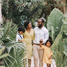 Black family photoshoot in New Orleans Fun Family Photos, Family Posing, Family Portraits, Photoshoot Concept, Photoshoot Style, Photoshoot Ideas, Autumn Activities For Kids, Family Photography, Portrait Photography