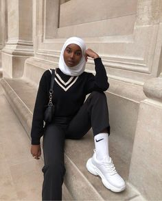 "NAJMA AHMED ⚡️ on Instagram: ""Channeling my inner e-boy ⚡️"" Muslim Women Fashion, Modest Fashion, Fashion Outfits, Islamic Fashion, Teenage Outfits, Trendy Outfits, Aesthetic Fashion, Aesthetic Clothes, Mode Turban"