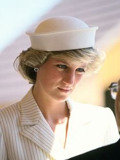 1985-05-30 Diana opens the Adelaide Club and Adelaide Court on the Isle of Wight
