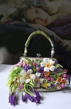 IDEAS WEB Irish lace, crochet, crochet patterns, clothing and decorations for the house, crocheted. Vintage Purses, Vintage Bags, Vintage Handbags, Women's Handbags, Vintage Shoes, Beaded Purses, Beaded Bags, Felt Purse, Embroidery Bags