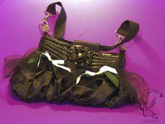 Upcycling-Handbag, Gothicstyle  Ich war einmal Teil eines Kleides! Diese Tasche wurde aus einem Drittel eines Gothic-Kleides geschaffen, aus einem Teil des Futters...
