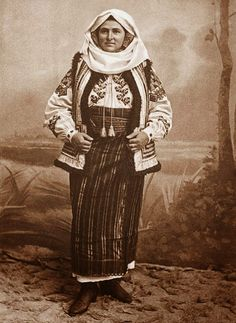 Costume and Embroidery of Neamț County, Moldavia, Romania Folk Embroidery, Learn Embroidery, Embroidery Designs, Folk Costume, Costumes, Romania People, Empire Ottoman, Antique Quilts, My Heritage