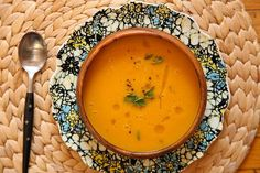 Carrot Apple Ginger Soup - Joy the Baker [Done, - added turnip and nutmeg as well as a type of spicy green pepper and powdered ginger]. Ginger Soup Recipe, Carrot Ginger Soup, Soup Recipes, Vegetarian Recipes, Cooking Recipes, Healthy Recipes, Free Recipes, Cooking Tips, Gastronomia