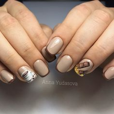 40 Coffee Nail Designs That Are So Cute! Glitter Accent Nails, Glitter Nail Art, Gold Nails, Latest Nail Designs, Nail Art Designs, Colored Acrylic Nails, Nail Drawing, Vintage Nails, Cat Nails