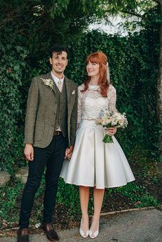Wedding Photography Bride Amy wears a replica wedding dress, designed by Fur Coat No Knickers of London, for her quirky and kitsch wedding. Photography by Jacqui McSweeney. - A Inspired Dress for a Kitsch and Quirky Wedding 1960s Wedding Dresses, Designer Wedding Dresses, Quirky Wedding Dress, Mod Wedding, Dream Wedding, Wedding Fur, Wedding Blog, 50s Wedding Hair, Trendy Wedding