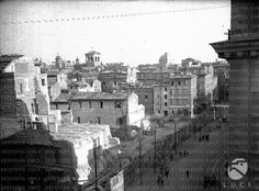 Largo di Torre Argentina durante le demolizioni 1928. Paris Skyline, Travel, Painting, Argentina, Rome, Towers, Photos, Viajes, Painting Art