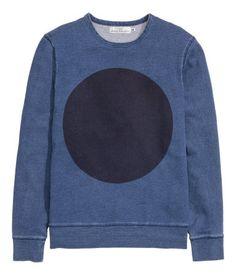Es un sueter de H&M. Esta hecha de algodón. Me gusta porque es muy sencillo. Es una ropa de casual.