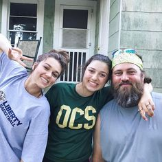 Willie Robertson with his daughters Sadie and Bella Willie Robertson, Robertson Family, Sadie Robertson, Duck Dynasty Family, Daughter Of God, Daughters, Miss Kays, Quack Quack, Duck Commander