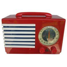 1940 Red, White & Blue Emerson Patriot Radio Mod 400 Bel Geddes  USA  1940