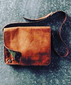 Best looking 15 inch Genuine Leather Messenger Bag for Mens http://leatherbagsformen.net
