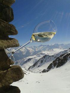 Edle Tropfen in weiß, rot & prickelnd ON TOP! Wedelhuette auf 2350m