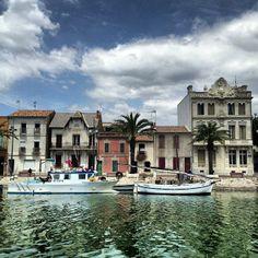 Port du Grau-du-Roi à Le Grau-du-Roi, Languedoc-Roussillon Port Camargue, Languedoc Roussillon, Le Village, Montpellier, Catamaran, Four Square, Provence, Travel Ideas, Places To Go