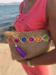 Risultati immagini per Lola delgado Bolsos bag estilo boho Diy Clutch, Clutch Bag, Fashion Handbags, Fashion Bags, Ethnic Bag, Sack Bag, Boho Bags, Jute Bags, Linen Bag