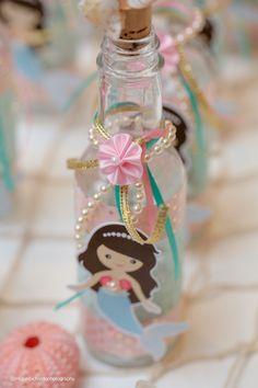 garrafa da sereia de uma festa de aniversário do Pastel da sereia via Idéias do partido de Kara |  KarasPartyIdeas.com (19)