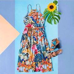 zpr O comprimento a gente ama, a estampa é sucesso e ainda tem um cintinho de coala! 🌻 #avempormarianaboutique #amoantix #amomarianaboutique #verao2017 #lojavirtual #vintage #lookbook #vestidomidi #moda #print #dress #atletix #look #summer #closet #details #fashion #ootd #dujour #instafashion #aquitemantix #correpraca #shop #compraonline #lookdodia #antixstore #loucasporantix #vendapelainternet #ecommerce #multipliqueoamor 💕